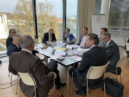 Intensive Diskussion an den Roundtables zu Digitalisierung und Innovationsmanagement